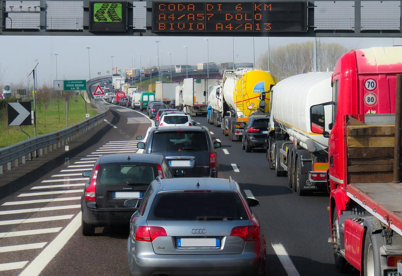 PKW-LKW-Verkehr_1280